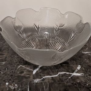 Artisan mouth blown glass bowl by Tulip Collection